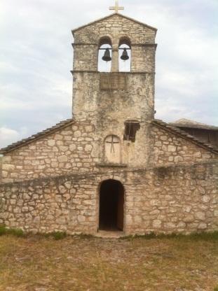Un monastère sur une colline entre Saranda et Butrint